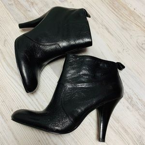 Nine West Black Leather Zipper Ankle Booties 6M